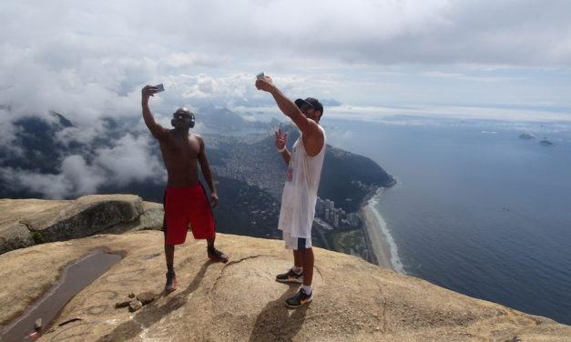 A függőleges szenvedély világában: biztosító eszközök nélkül a Pedra de Gávea gránitkőzetének tetején