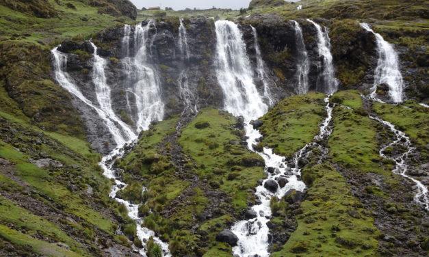 """Atemberaubendes Naturwunder: der Wasserfall """"Siete Cataratas"""" und der Lares Trek"""