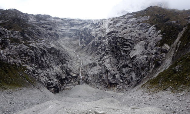 Höhenwanderungen in der höchsten tropischen Bergkette der Welt: die Rajururi-Schlucht und die Lagune Keushu