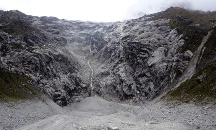 Magaslati túrák a Kordillerákon: Rajururi-szurdok és a Laguna Keushu