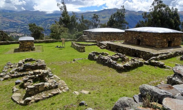 Magaslati túrák a Kordillerákon: Laguna Ahuac és Wilcahuain wari romjai