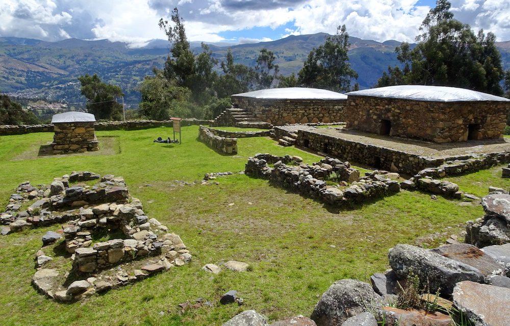 Höhenwanderungen in der höchsten tropischen Bergkette der Welt: Laguna Ahuac und die Ruinen von Wilcahuain