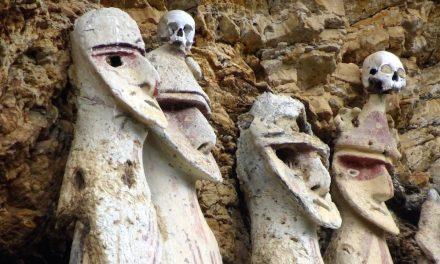 Geheimnisvolle Kultur: die Felsengräber von Revash und die Sarkophage von Karajía