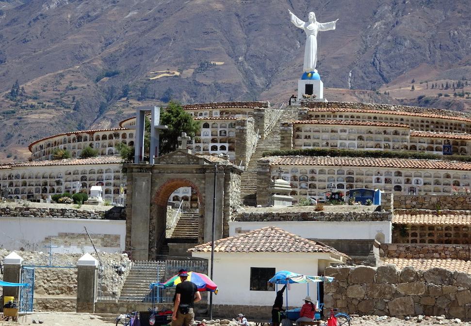 Campo Santo: ehrfurchtgebietende Gedenkstätte für eine dramatische nationale Tragödie